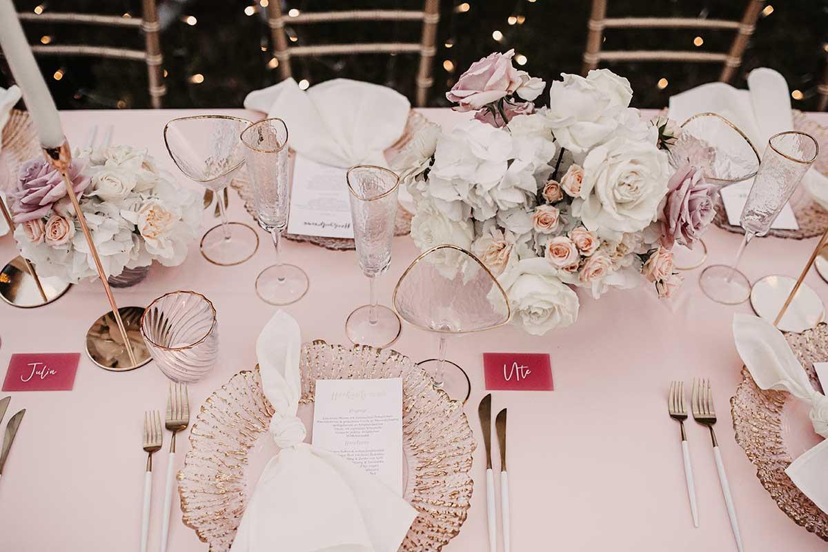 Klassisch romantisch Tisch Dekoration bei der Hochzeit