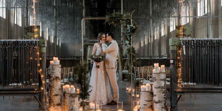 Industriell romantische Winter-Hochzeit