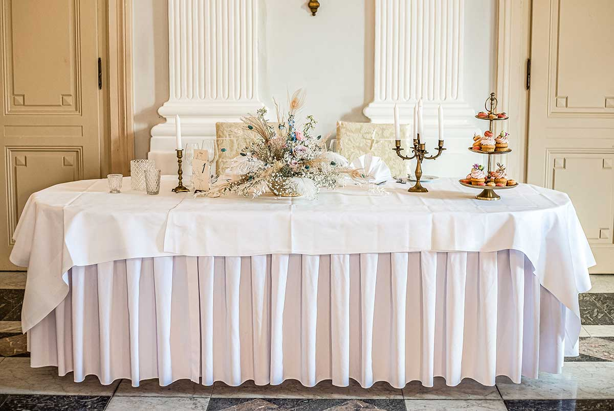 Brautpaartisch bei der Prinzessinnen Hochzeit in der La Redoute Bonn