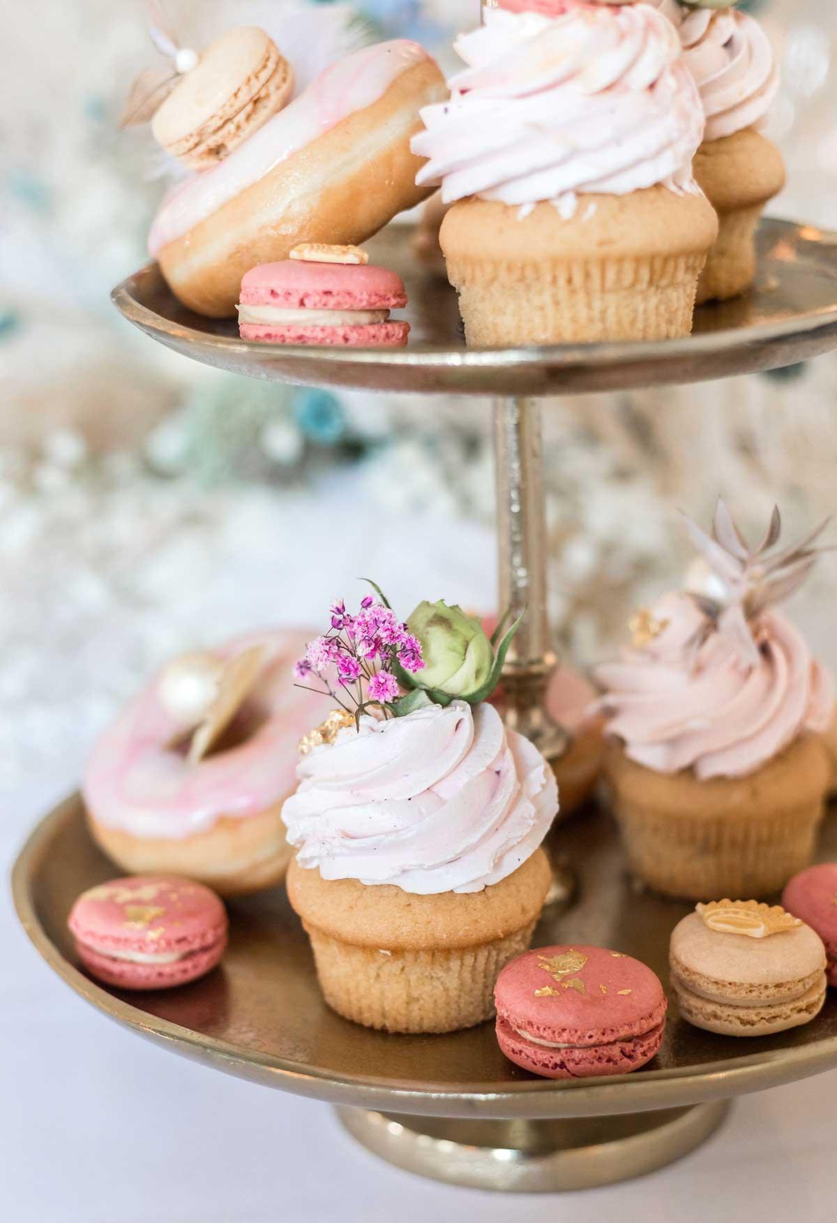 Cupcakes auf dem Sweet Table bei der Hochzeit