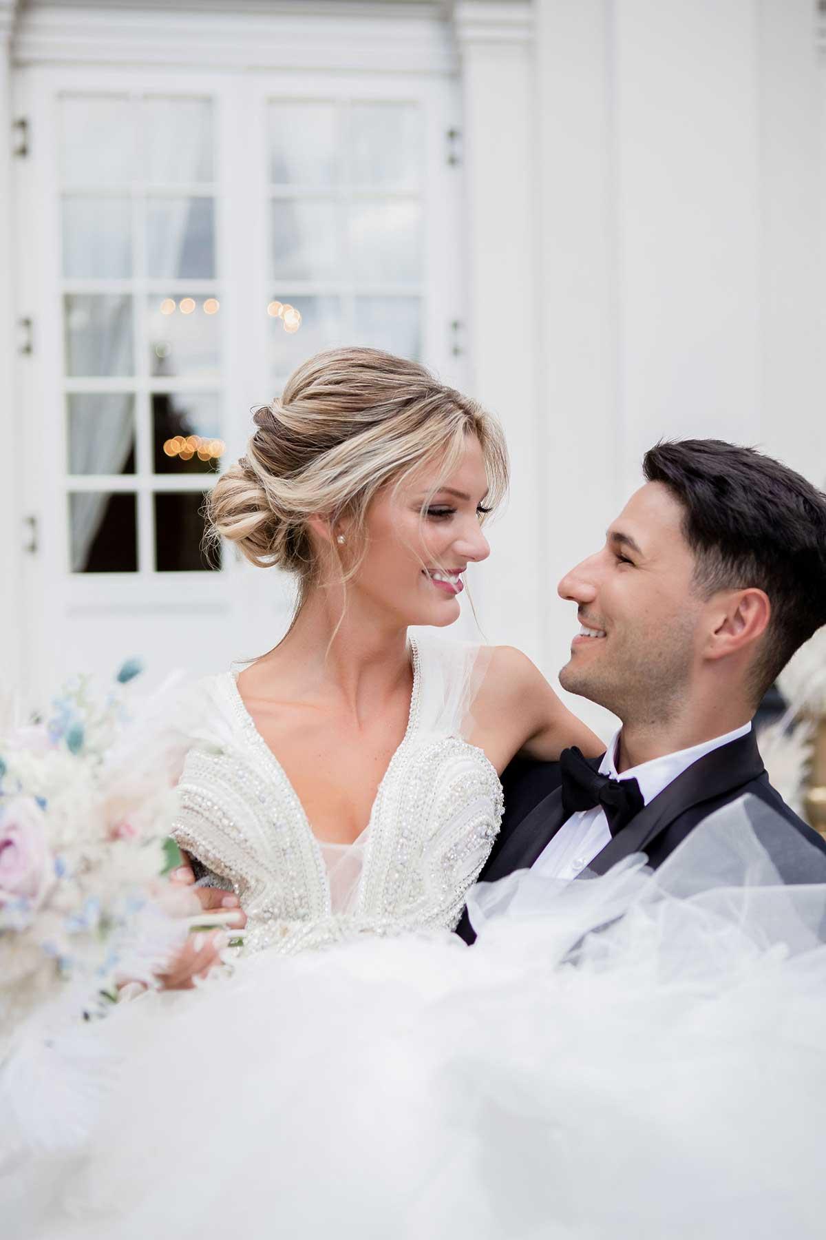 Braut und Bräutigam vor der La Redoute in Bonn