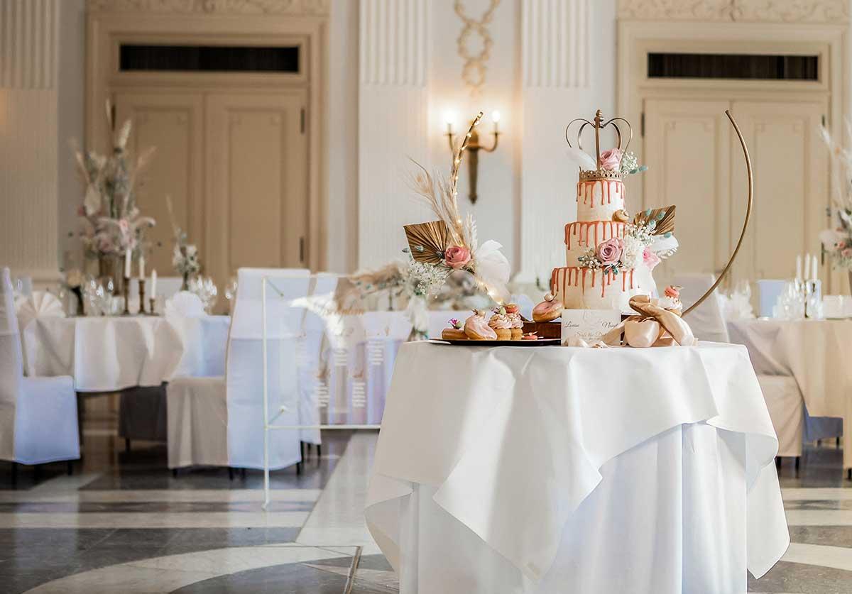 Präsentation der Hochzeitstorte im Beethovensaal der La Redoute Bonn