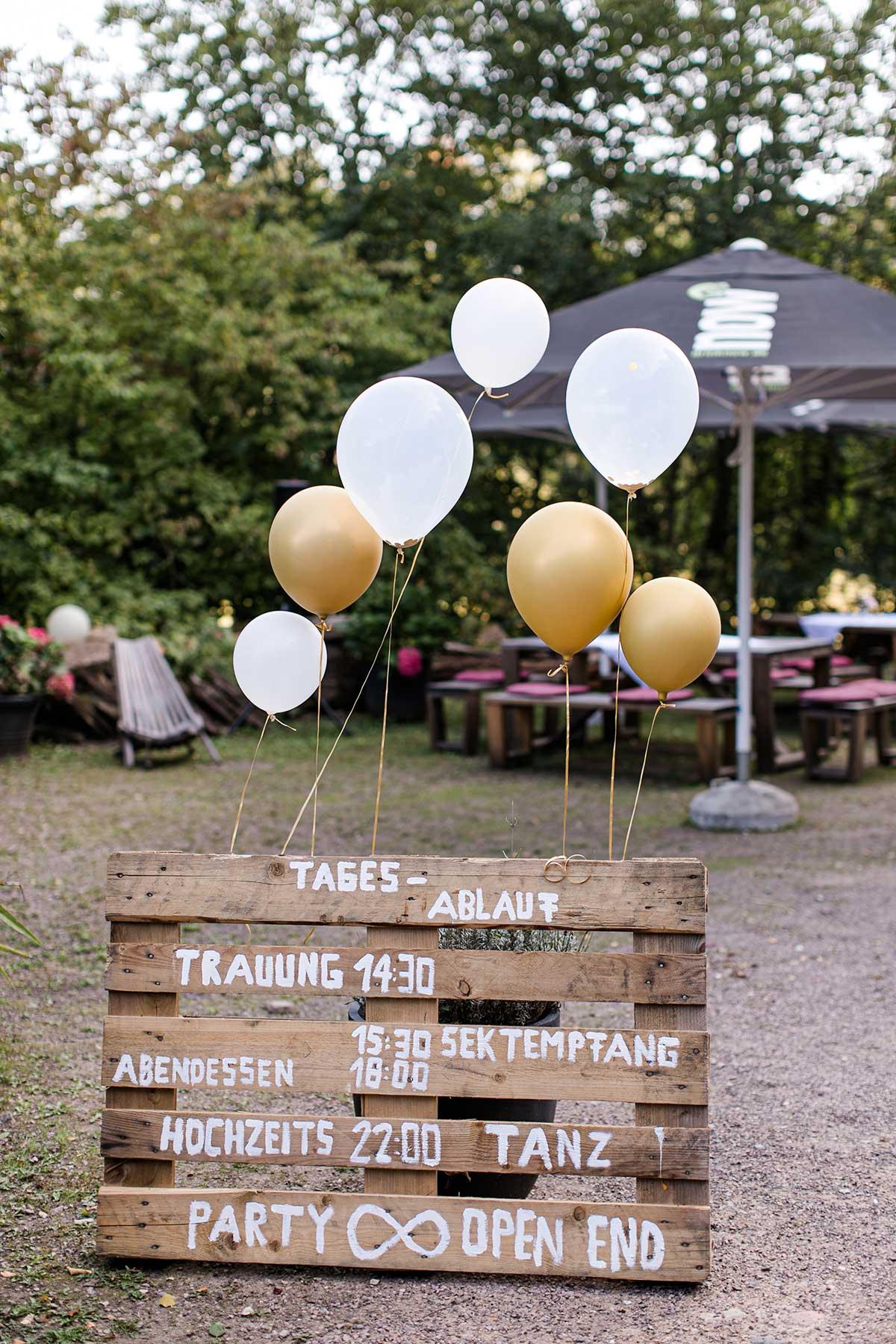 Palette als Ablaufplan der Hochzeit auf Villa Hof Langenborn