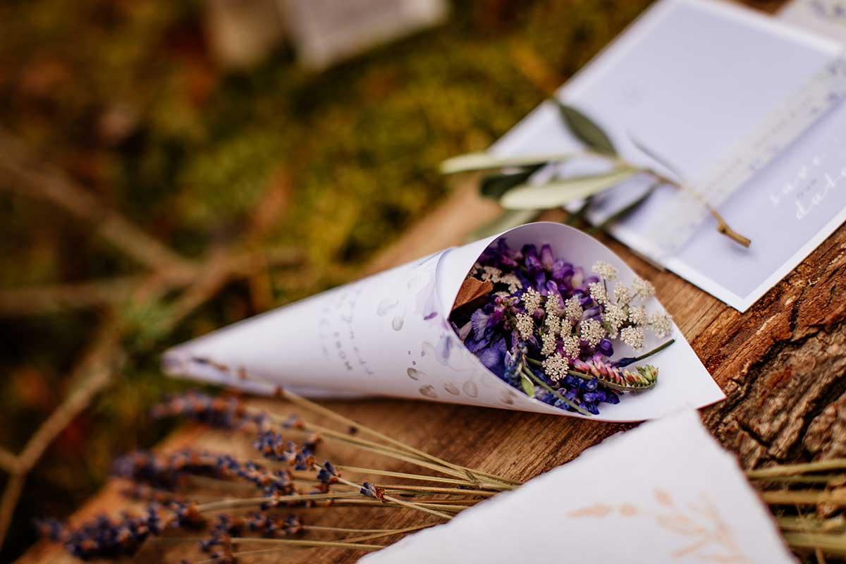 Blütenkonfetti für die Hochzeit