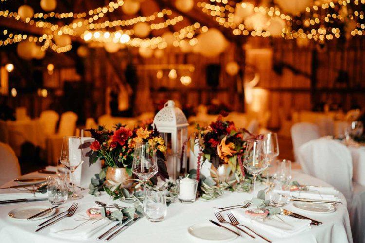 Tischdeko bei der Scheunen-Hochzeit