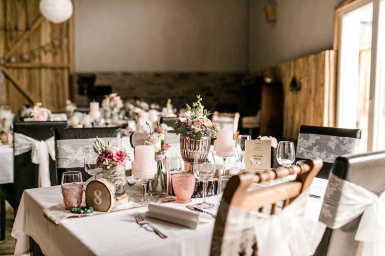 Tischdekoration bei der Vintage-Hochzeit