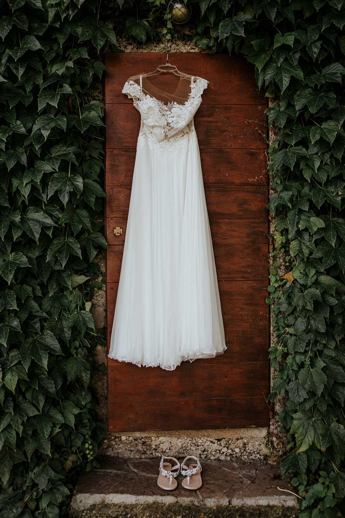 Brautkleid am Kleiderbügel