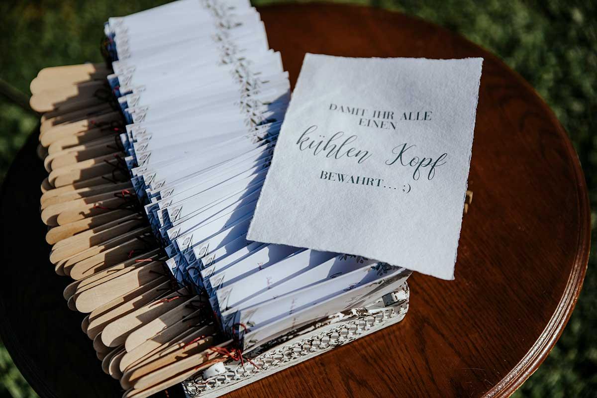 Fächer für die Gäste bei der Hochzeit
