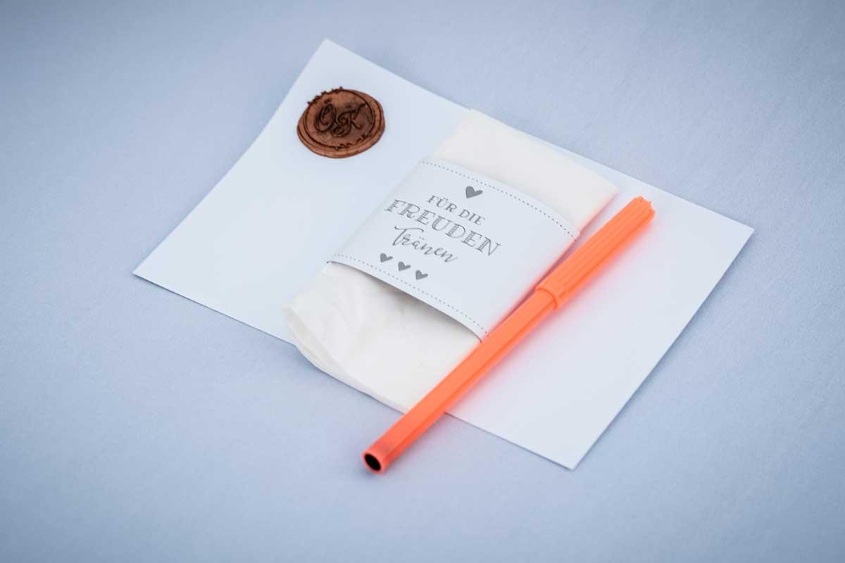 Freudentränen und Briefpapier bei der Hochzeit