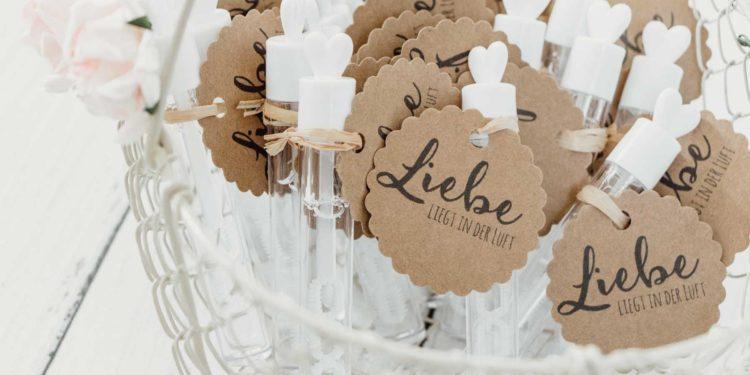 Geschenkanhänger zur Hochzeit: Ideen und mehr!
