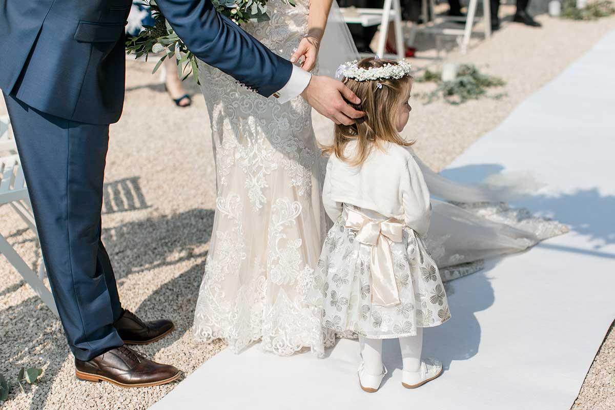 Tochter des Brautpaars bei der Hochzeit