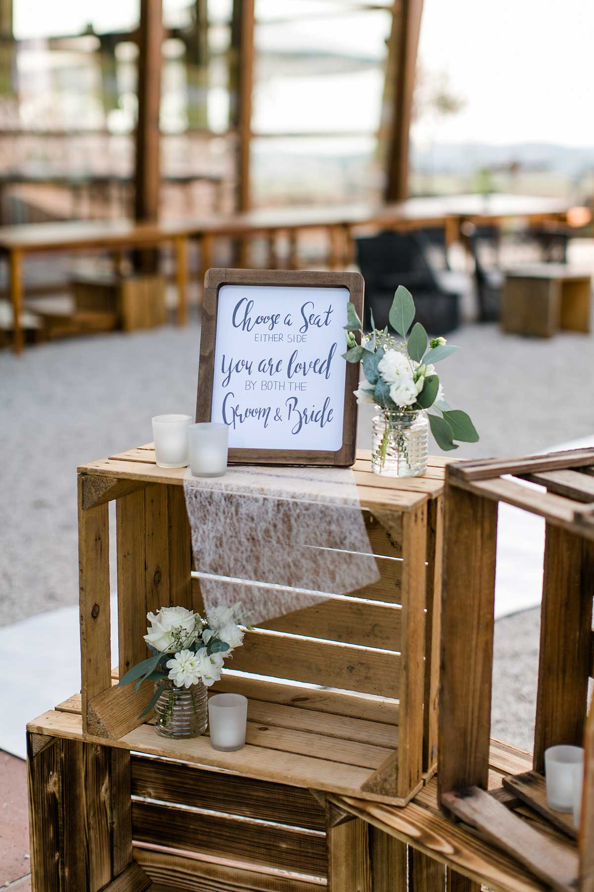 Choose a Seat eiather side, you are loves by both the Groom and Bride Schild