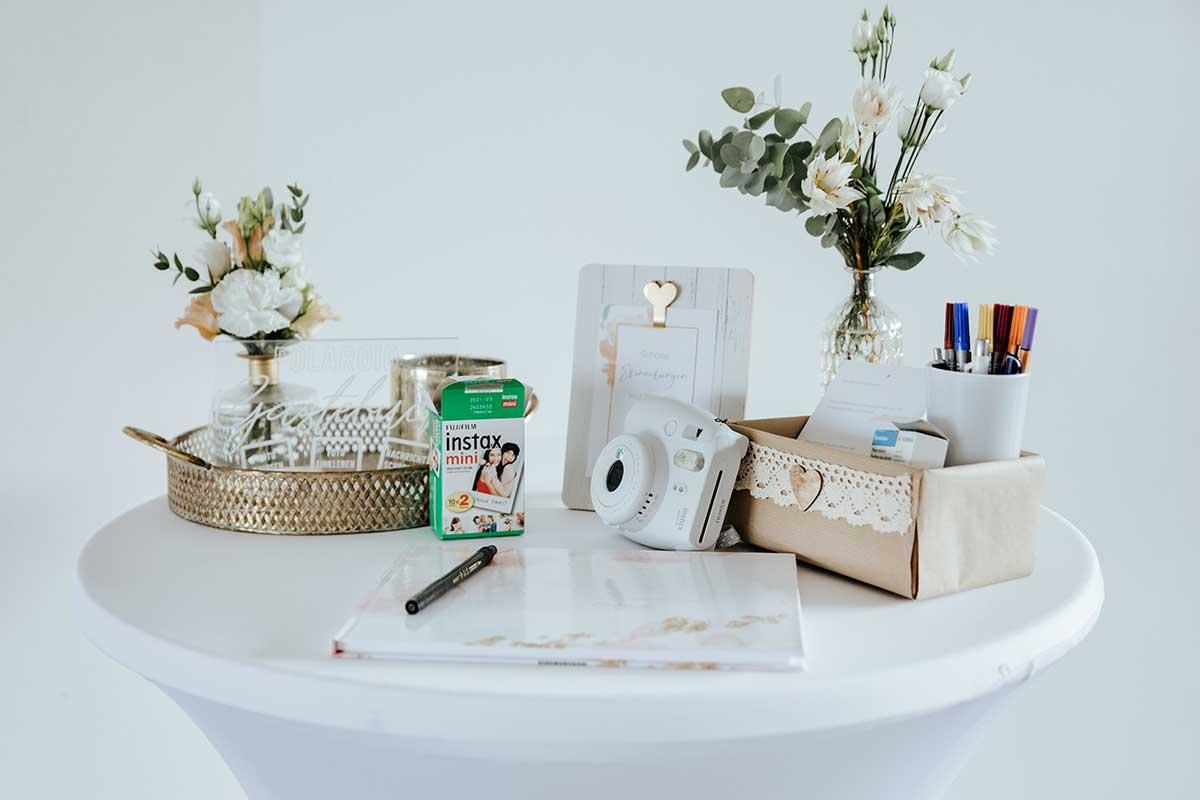 Sofortbildkamera für das Gästebuch bei der Hochzeit
