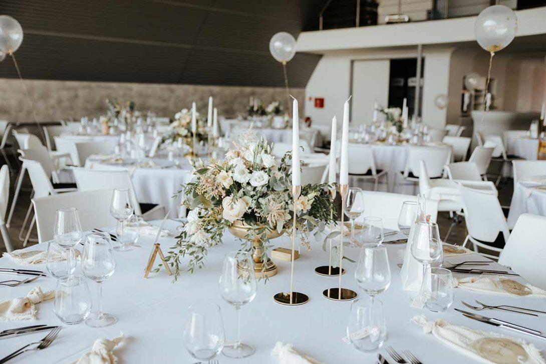 Tischdeko passend für eine elegante Hochzeit