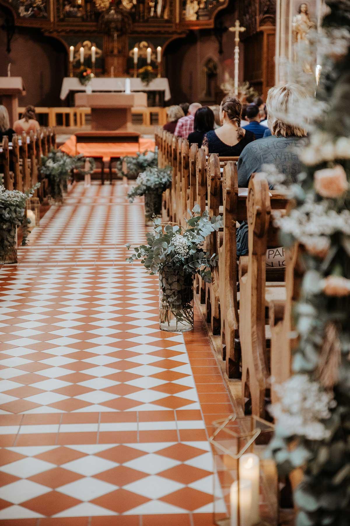 Dekoration für die Hochzeit in der Kirche
