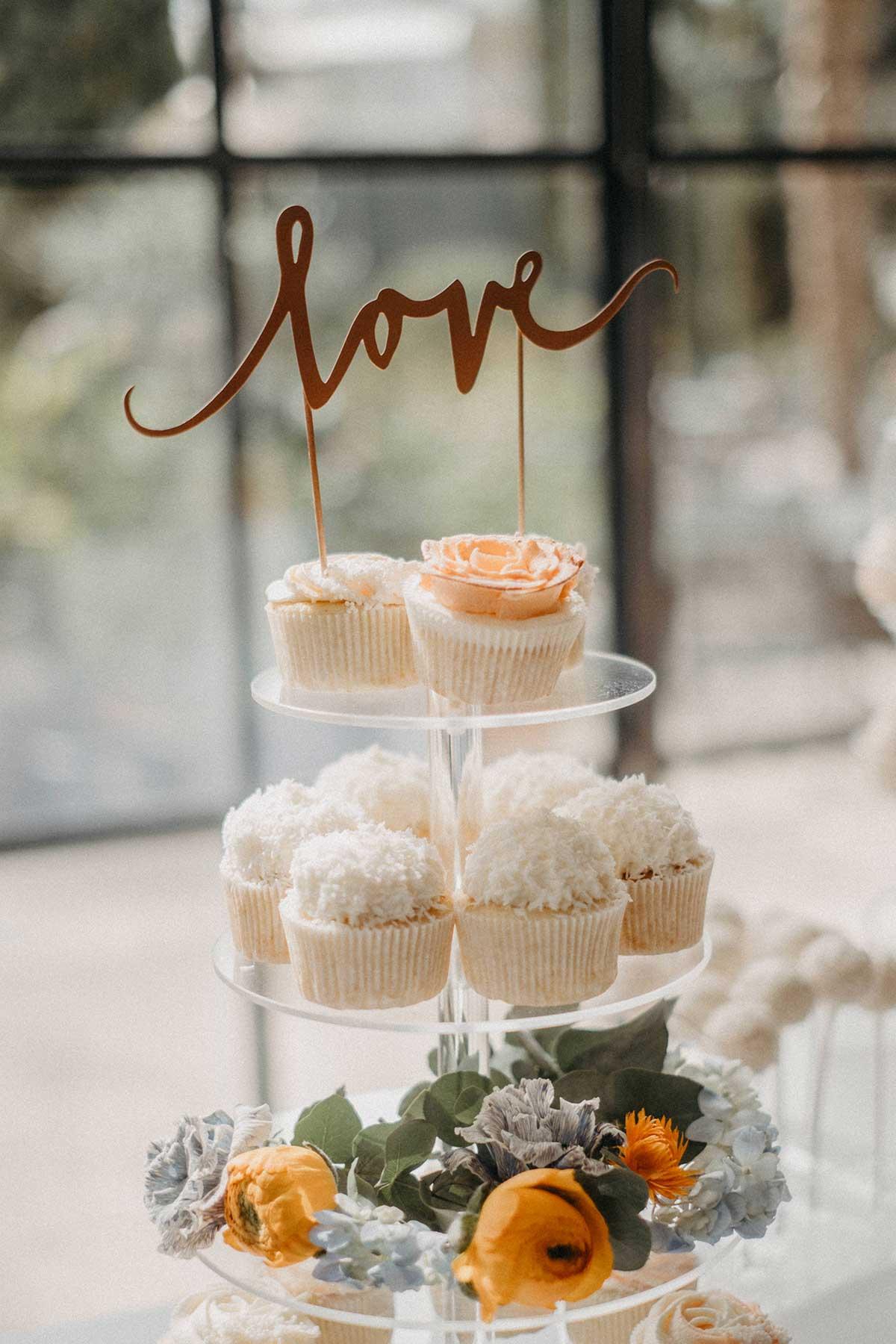 Cupcake Etagere mit Love Caketopper