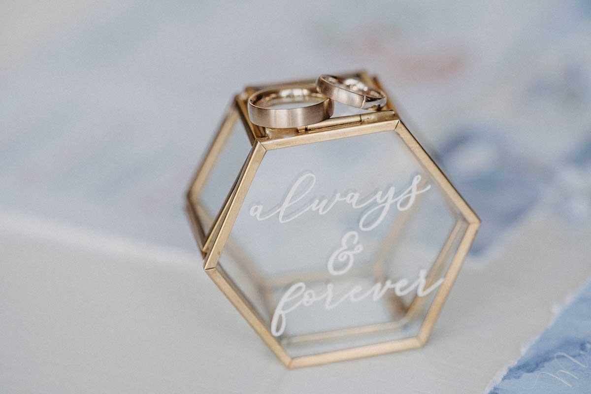 Gläserenes Ringkästchen in Hexagonform