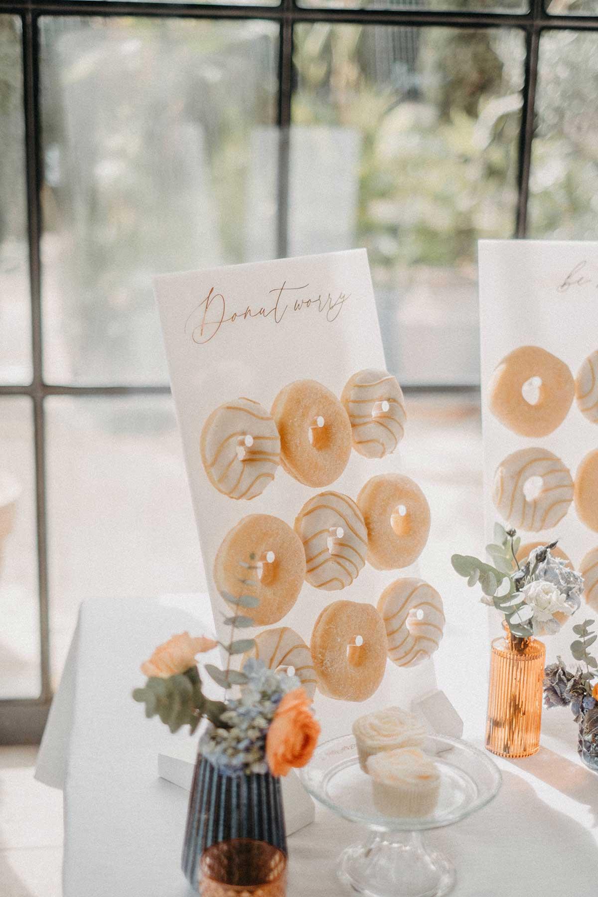 Donut Wall mit zwei verschiedenen Donuts