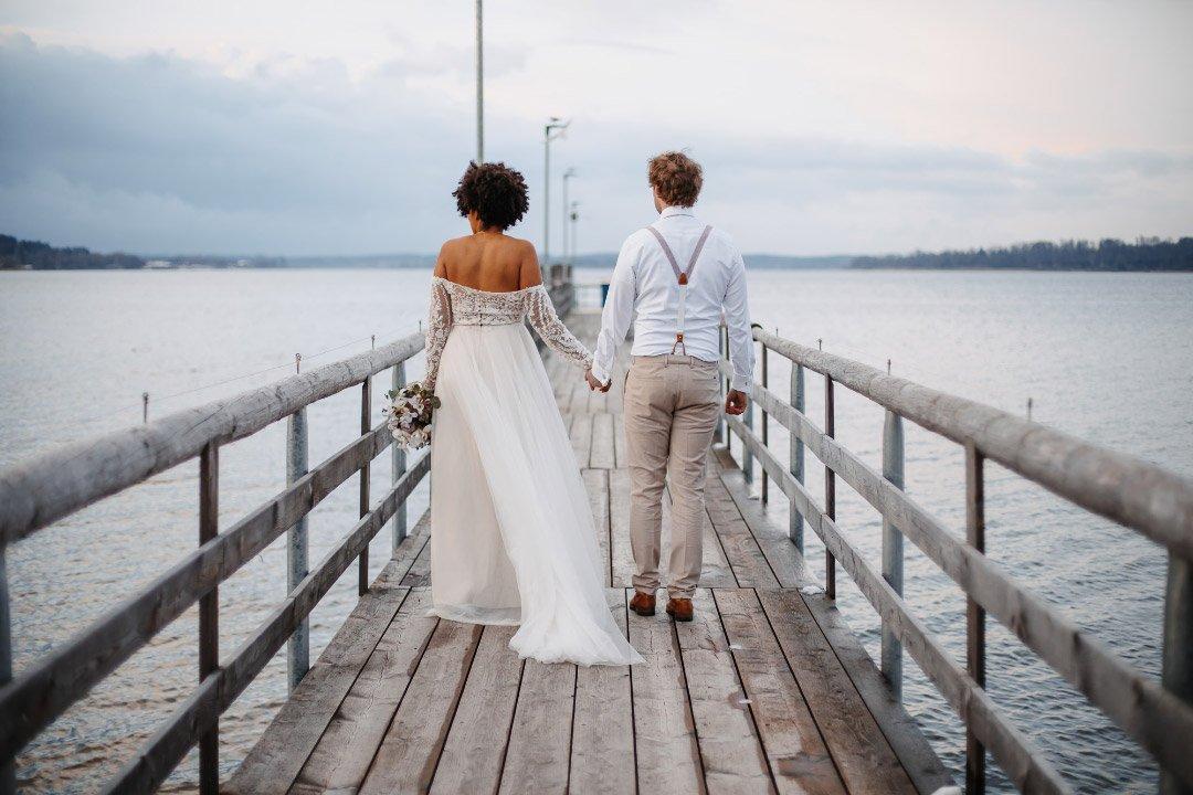 Brautpaarshooting auf einem Steg