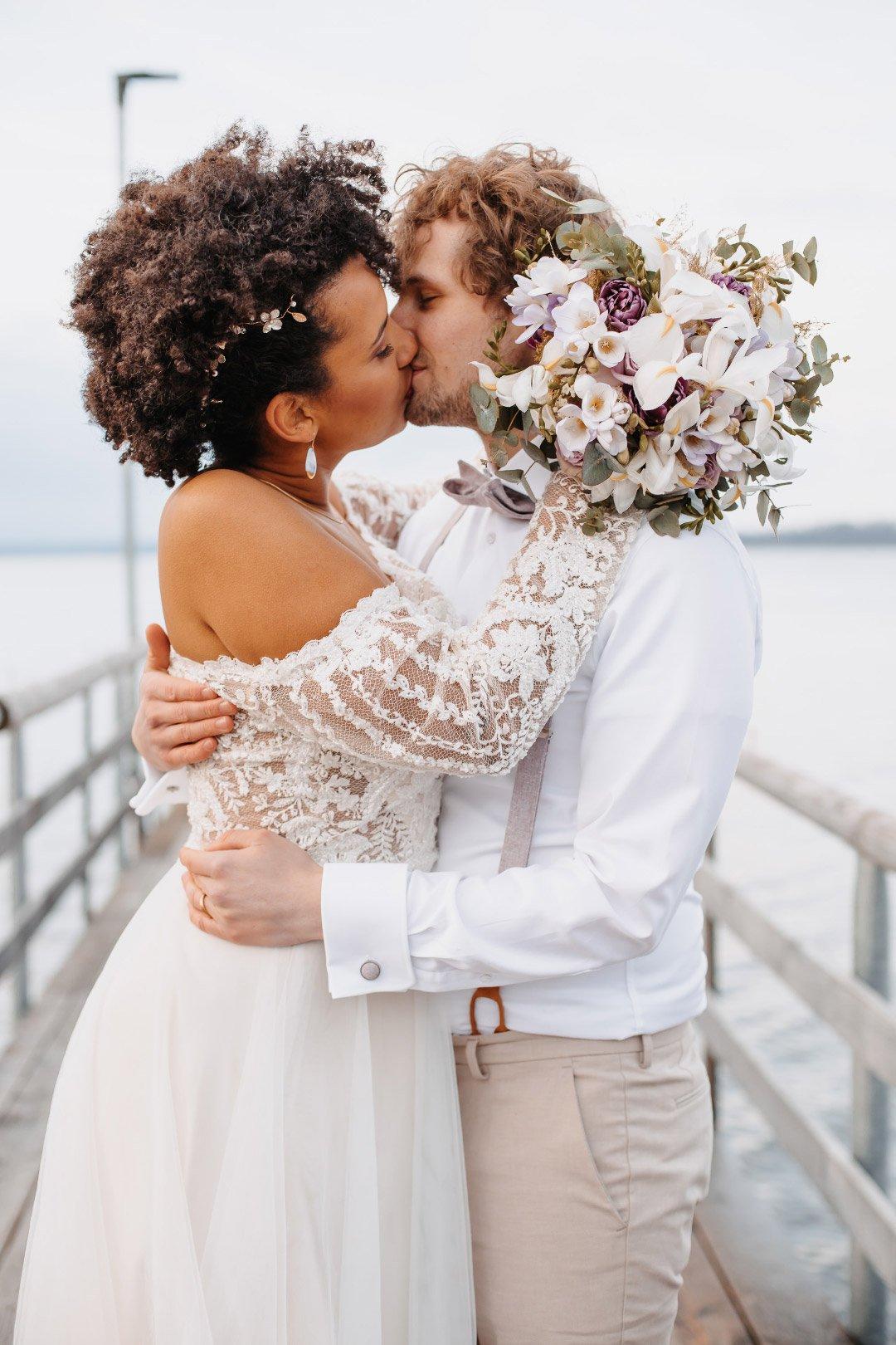Brautpaarbild mit dem Brautstrauß