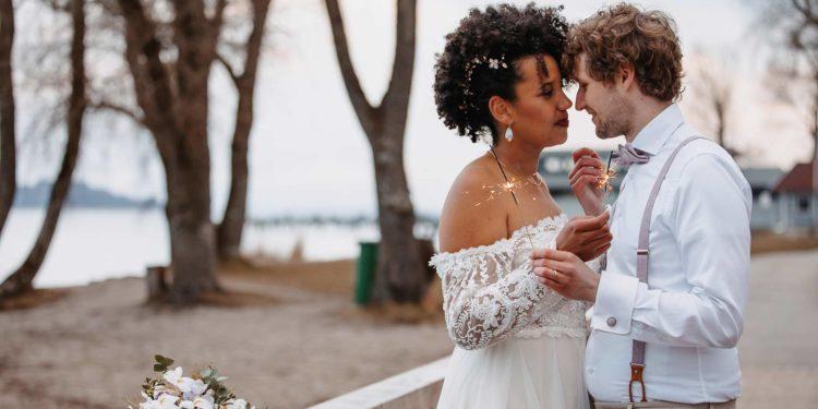 Hochzeit in Violett mit Akzenten in Gold