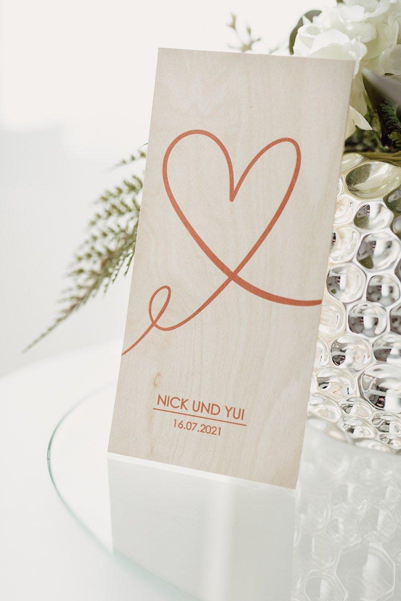 Hochzeitseinladung aus Holz