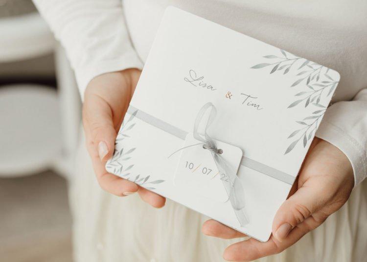 Hochzeitseinladung mit Anhänger