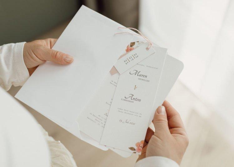 Einladung zur Hochzeit mit Anhänger