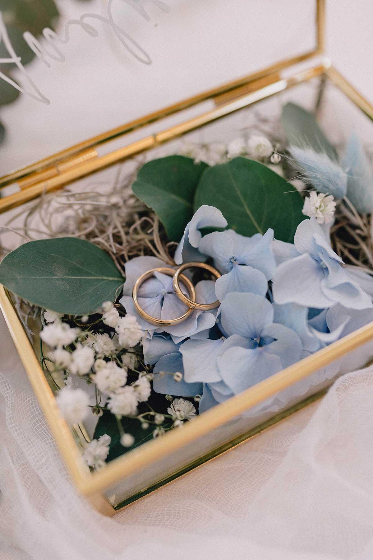 Ring in Gelbgold bei der Hochzeit