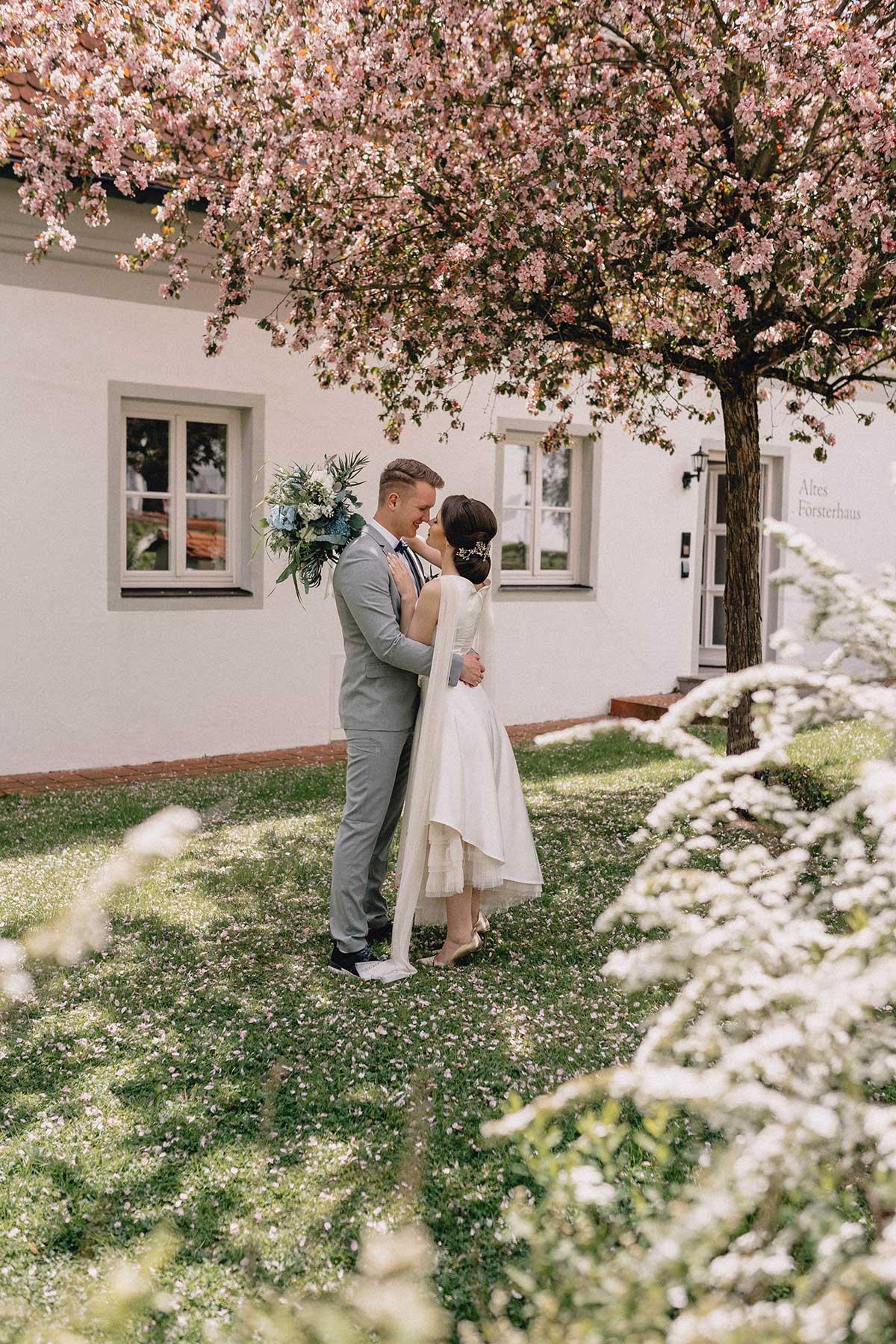 Braut und Bräutigam im Schlossgarten