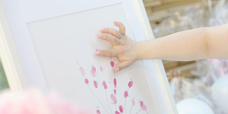 Fingerabdruck-Bild für die Hochzeit: Ideen und Beispiele