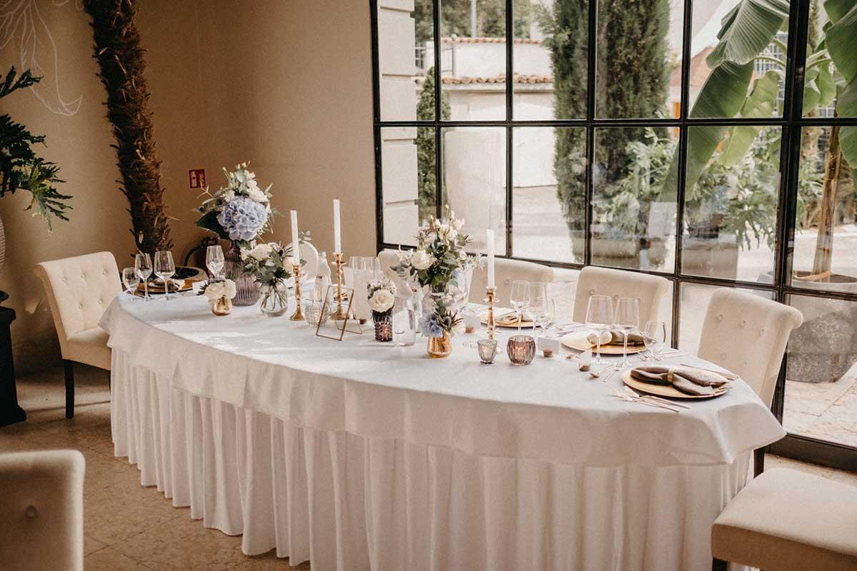 Brautpaartisch bei der Hochzeitsfeier