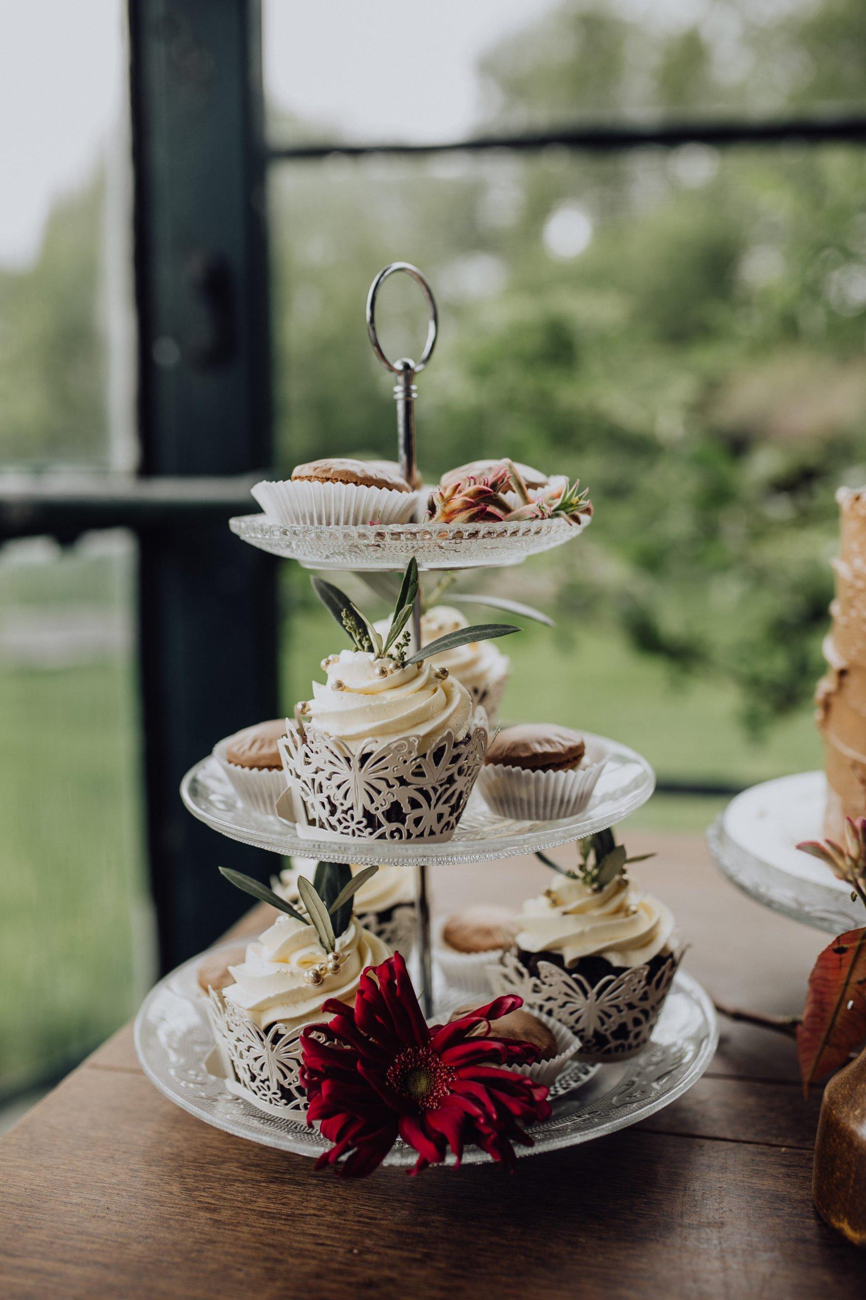 Kleine Cupcakes bei der Hochzeit