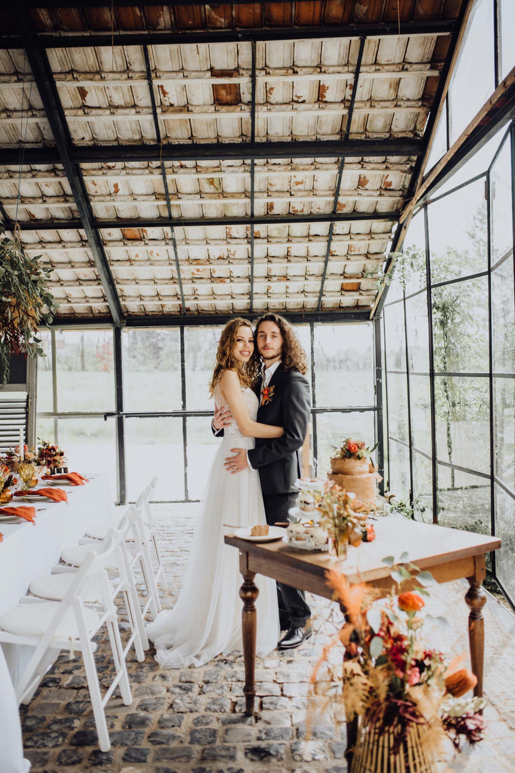 Brautpaar bei der Hochzeitsfeier