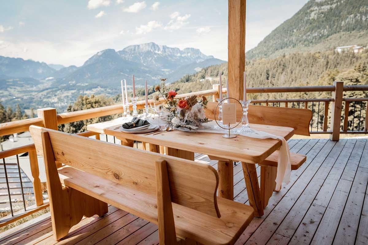 Für das Brautpaar gedeckter Tisch
