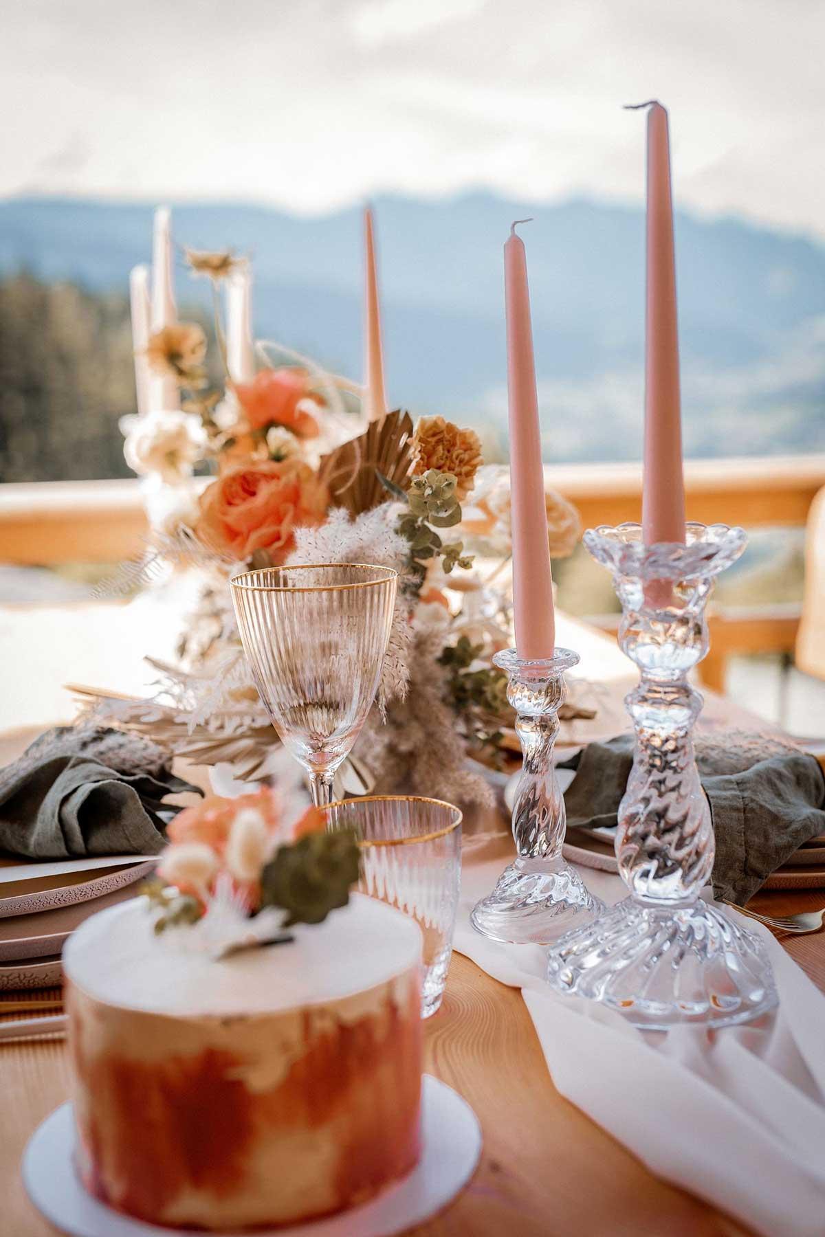 Tischdeko mit Trocken- und Frischblumen